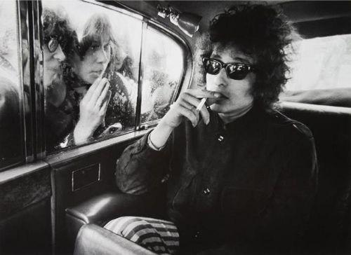 Fans-looking-into-limousine-london