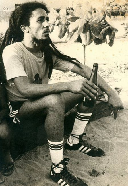 Bob_marley_playing_soccer_07